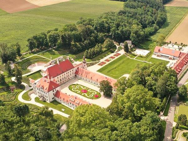 Schloss-Thalheim